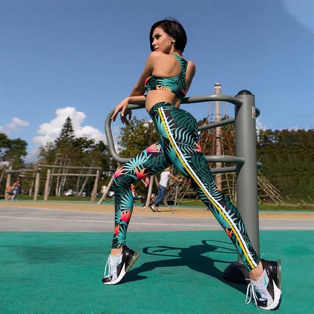 Женский костюм для зала, спорта, йоги, фитнеса, топ и лосины (принт хип-хип) С ЧАШКАМИ